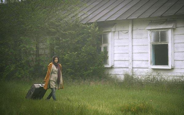 نازنین احمدی در نمایی از فیلم «ابر بارانش گرفته» ساخته مجید برزگر