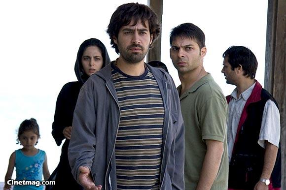 احمد مهران فر، پیمان معادی، شهاب جسینی و رعنا آزادی ور در نمایی از فیلم