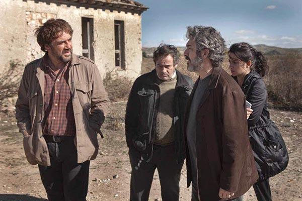 پنه لوپه کروز، ریکاردو دارین و خاویر باردم در نمایی از فیلم