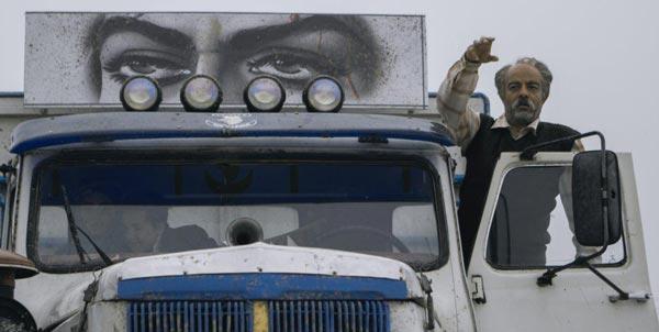 سعید آقاخانی در نمایی از فیلم «کامیون»