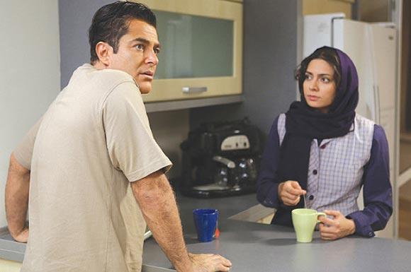 پگاه آهنگرانی و محمدرضا گلزار در نمایی از فیلم