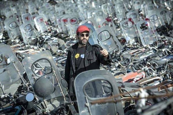 محمد کارت (کارگردان) در پشت صحنه فیلم «شنای پروانه»