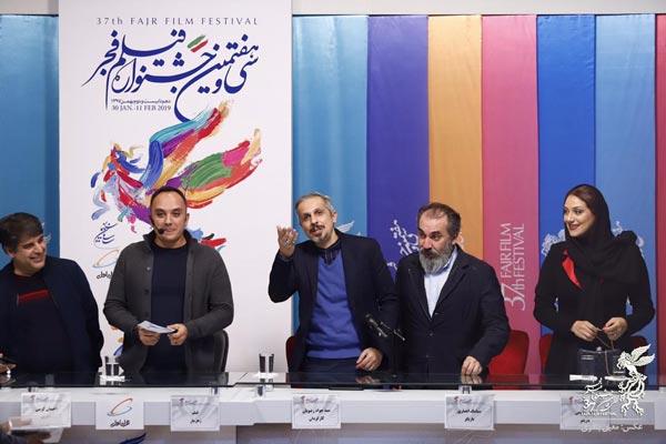 شبنم مقدمی، سیامک انصاری، جواد رضویان، احسان کرمی (مجری) و جواد نوروزبیگی (تهیه کننده) در نشست پرسش و پاسخ فیلم «زهرمار»