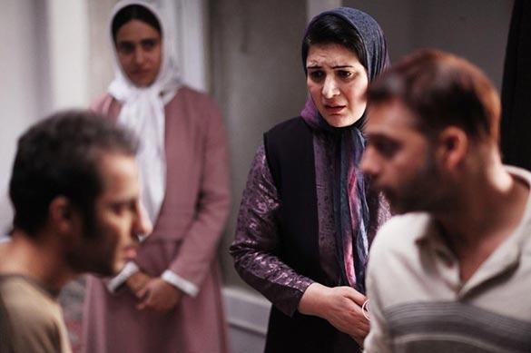 پیمان معادی، نوید محمدزاده، ریما رامین فر و پریناز ایزدیار در نمایی از فیلم سینمایی