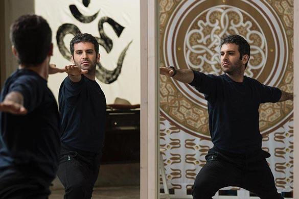 هوتن شکیبا در نمایی از فیلم سینمایی «عامهپسند» ساخته سهیل بیرقی