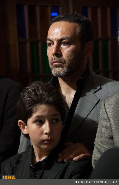 فریبرز عرب نیا و پسرش جانیار عرب نیا در مراسم یادبود