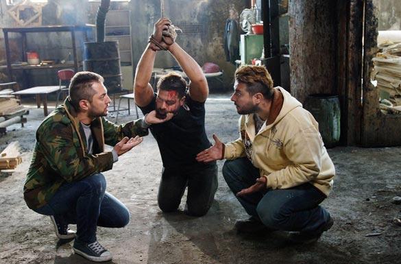 محسن کیایی، پژمان بازغی و بهرام رادان در نمایی از فیلم سینمایی