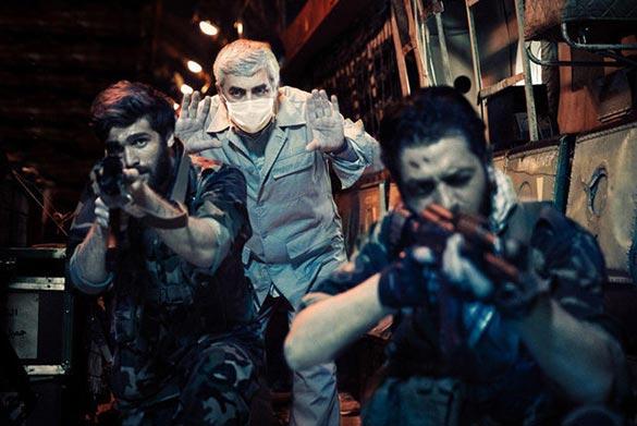 ابراهیم حاتمی کیا در نمایی از پشت صحنه فیلم سینمایی