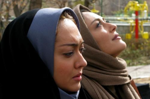 شقایق فراهانی و نیکی کریمی در نمایی از فیلم