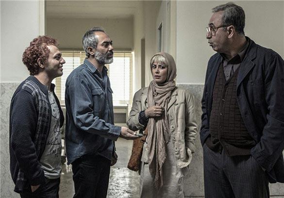 از راست به چپ به ترتیب: حمید فرخ نژاد، طناز طباطبایی، علی قربان زاده و صابر ابر در نمایی از فیلم سینمایی