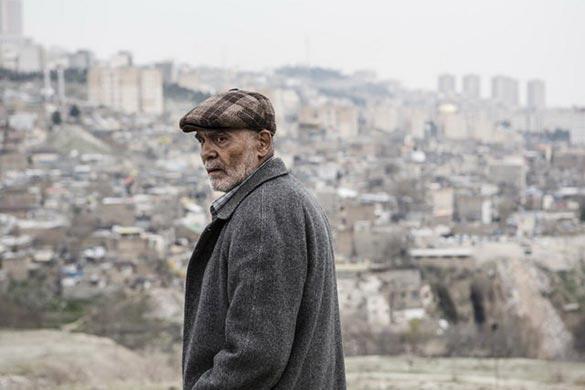 جمشید هاشم پور در نمایی از فیلم سینمایی