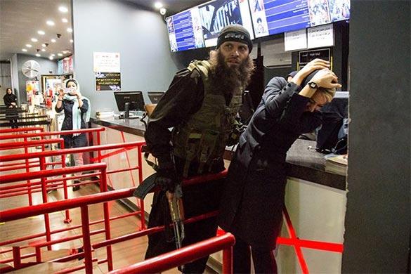حمله نمایشی داعش به پردیس سینمایی کورش