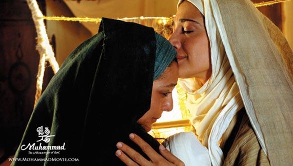 مینا ساداتی و ساره بیات در نمایی از فیلم محمد رسول الله به کارگردانی مجید مجیدی