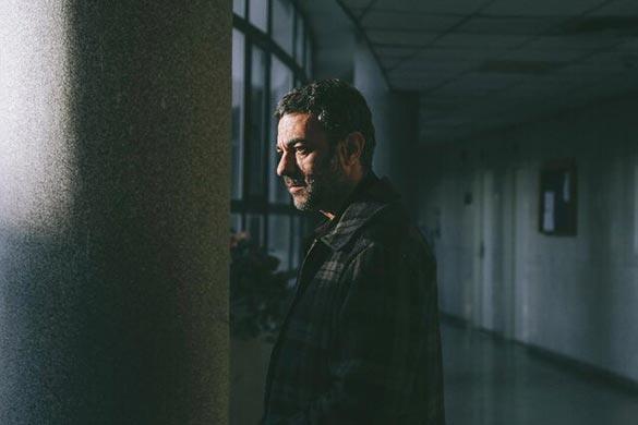 علیرضا ثانی فر در نمایی از فیلم سینمایی «قصیده گاو سفید»