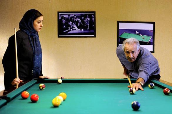 مجید مظفری و بهاره کیان افشار در نمایی از فیلم سینمایی «کفشهایم کو؟» به کارگردانی کیومرث پوراحمد