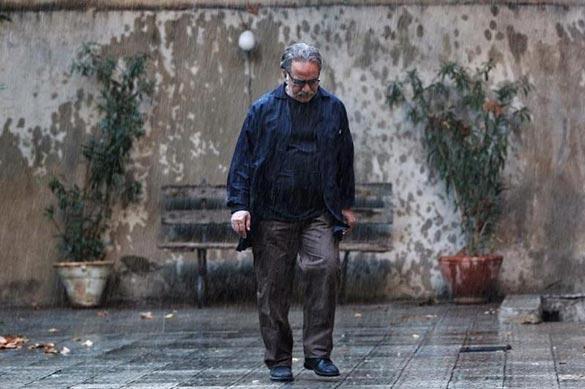 پرویز پرستویی در نمایی از فیلم سینمایی