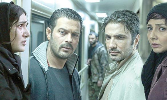 از راست به چپ: بهار نوحیان، محمد رضا فروتن، پژمان بازغی و باران کوثری در نمایی از فیلم سینمایی