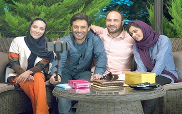 پگاه آهنگرانی، علی سرابی، محمد رضا گلزار و خاطره اسدی در نمایی از فیلم سینمایی