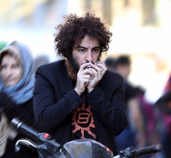 نوید محمد زاده در نمایی از فیلم سینمایی