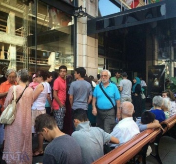 استقبال مردم در کانادا جلوی سینما امپریال برای فیلم محمد رسول الله