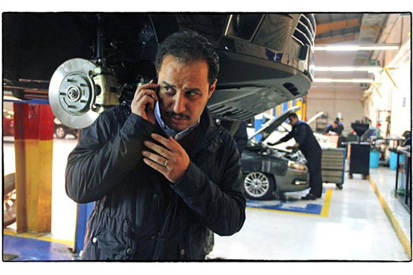 جواد عزتی در نمایی از فیلم سینمایی