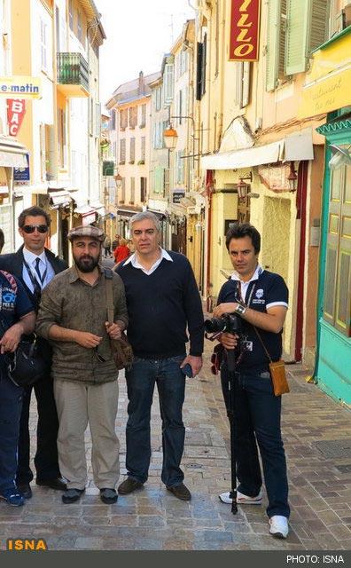 محمد احمدی، علی سرتیپی و رضا عطاران در پشت صحنه فیلم