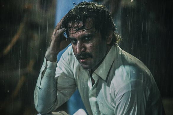 هوتن شکیبا در نمایی از فیلم سینمایی